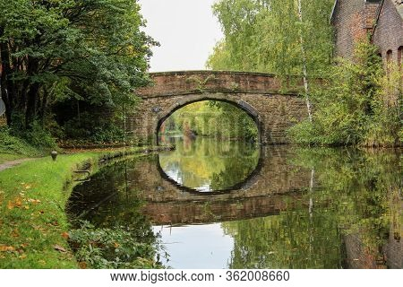 Sheffield - City In South Yorkshire, Uk. Canal Waterway Basin.