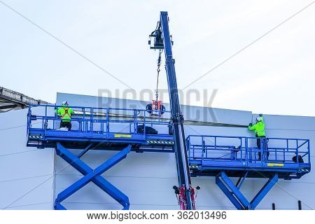 Sandwich Panels Wall Mounting Using Crane And Scissor Lifts