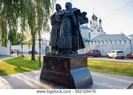 Murom, Russia - August 24, 2019: Peter And Fevronia Of Murom. Monument In Front Of The Annunciation