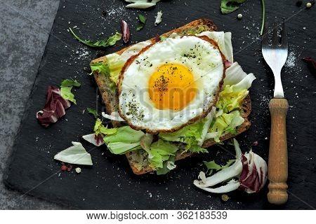Keto Breakfast. Fried Eggs On Toast With Salad. Fried Toast With Egg And Salad. Healthy Breakfast Or