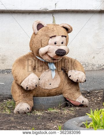A Smiling Toy Of A Quiver Dirty Dirty Big Teddy Bear, Lost And Forgotten. Bear Alone On The Ground.