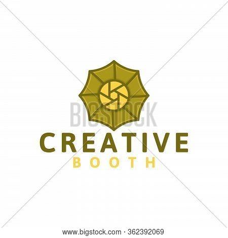 Creative Photobooth. Camera And Umbrella Lighting Logo  Ideas. Inspiration Logo Design. Template Vec
