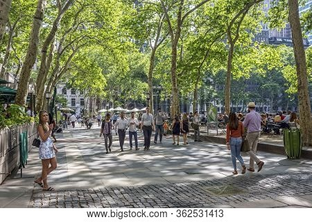 New York-june 9: New Yorkers And Tourists Enjoy A Spring Day In Bryant Park On June 9, 2015 In Midto
