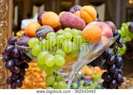 Decorative Fruit Glass Bowl. Green And Red Grapes. Wedding Catering Company Table Tray. Colorful Vit