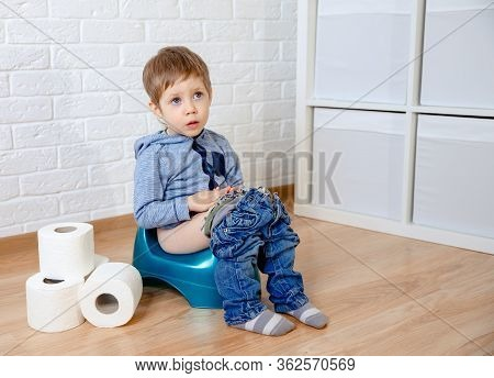Sick Baby Constipation, Colic, Bloating, Indigestion Heartburn, Digestion, Pain, Diarrhea. Child Sit