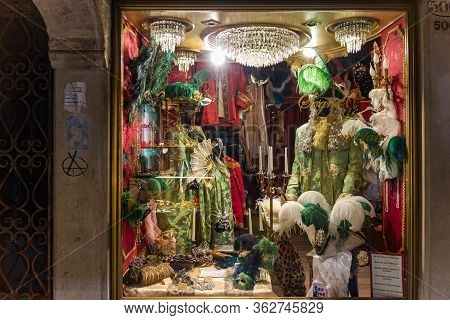 Venice, Italy - September 28, 2015 : Old Town Of Venice. A Showcase Of A Souvenir Shop With Masks On
