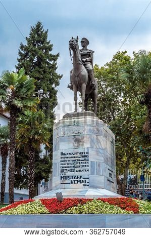 Bursa, Turkey - August 14, 2019: Bronze Memorial Statue Of Mustafa Kemal Ataturk, The Founder Of Mod