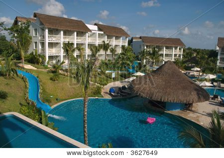 Pool And Swim-Up Bar In Cozumel