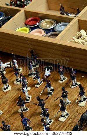 Paintings On Figurines For Model Diorama : Pot Of Paintings, Miniature Soldats