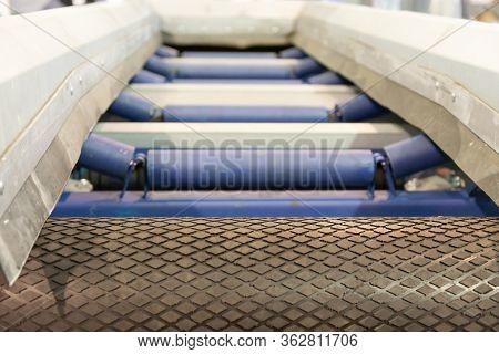 .belt Conveyor For Sorting Garbage. Conveyor Belt For Waste Separation.