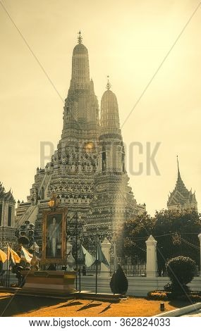 Wat Arun, The Temple Of Dawn. This Is An Important Buddhist Temple And A Famous Tourist Destination