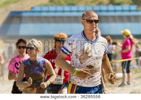 Boise, Idaho/usa - August 25 - Crowd Runs During The Dirty Dash Covered In Mud. The Dirty Dash Is A