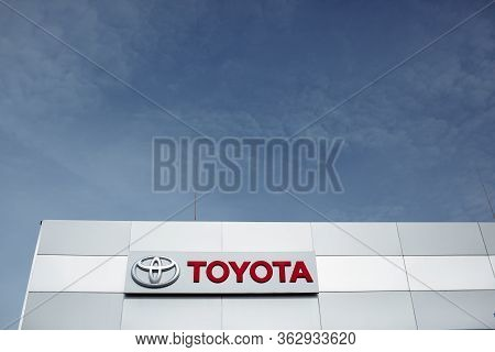 Rivne- October 27: Toyota Logo On October 27, 2019 In Rivne, Ukraine. Toyota Motor Corporation Is A