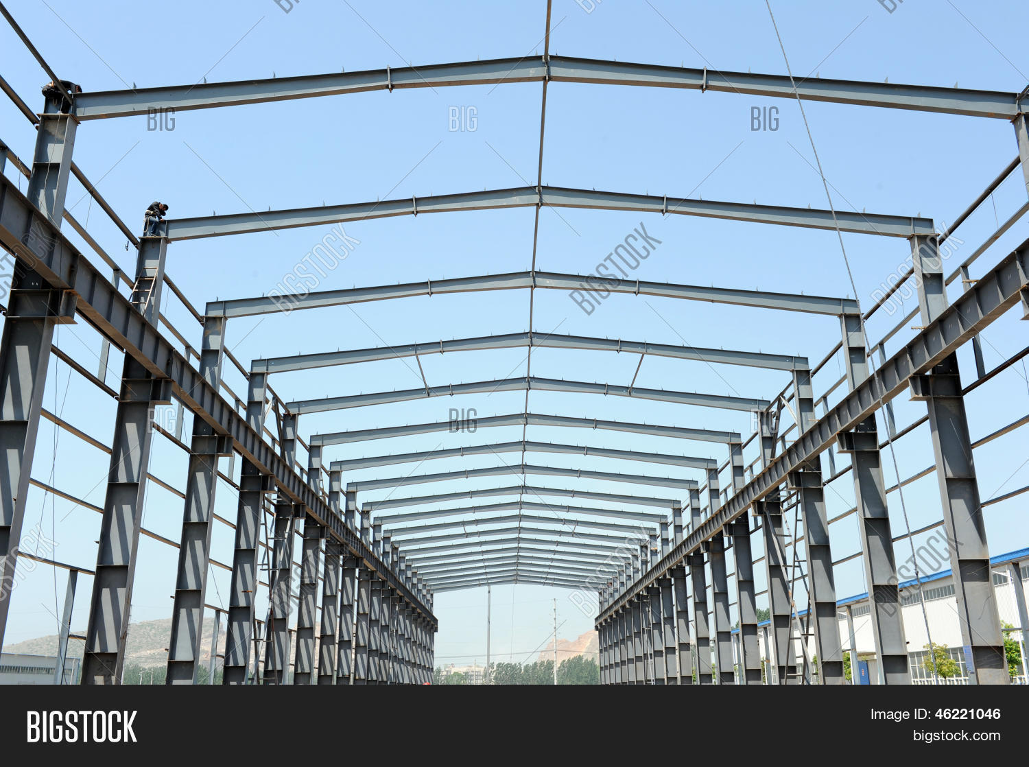 Steel frame structure building image photo bigstock for Stahlbau aussteifung