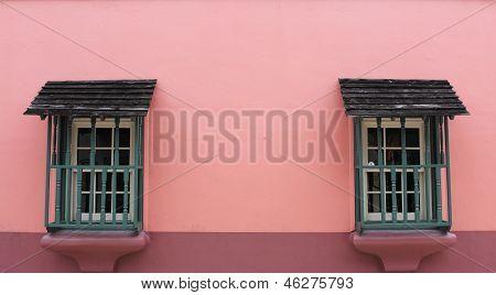 Colonial windows in Savannah, GA