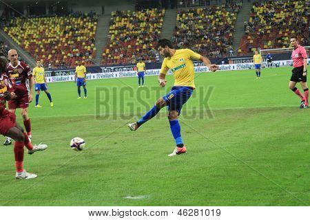 Younes Hamza pass