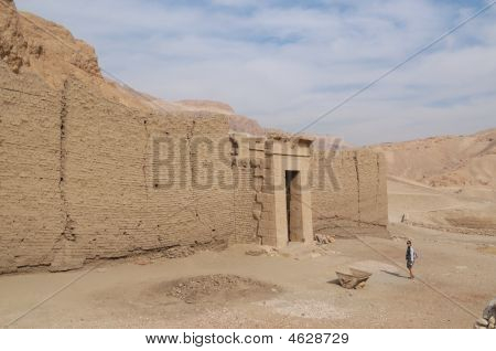 Looking For Historical Monument