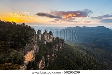 Sunrise From Echo Point In Blue Mountains Australia