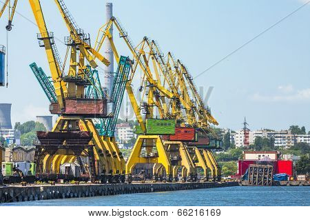 Heavy Load Cranes On Rails
