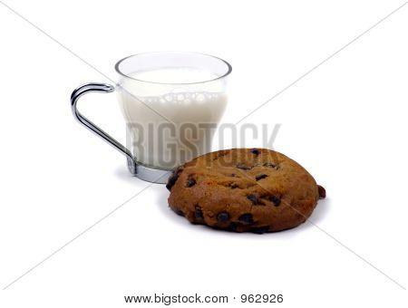 Essen - Cookies und Glas Milch