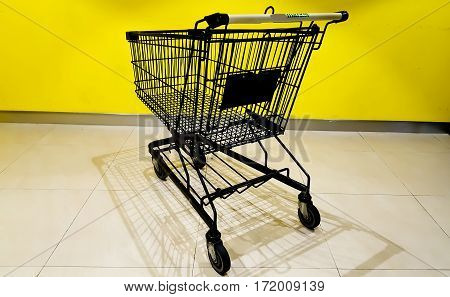 Shopping cart market an Super market in dor