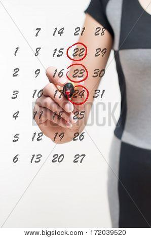 woman writes the days on the calendar