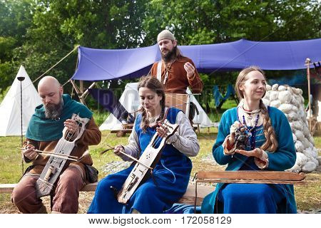 MOSCOW, RUSSIA - JUNE 2016: The annual festival in Kolomenskoye. Reconstruction of Ancient Rus. Street musicians play traditional musical instruments