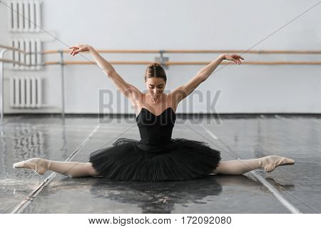 Female ballet dancer sit on the twine