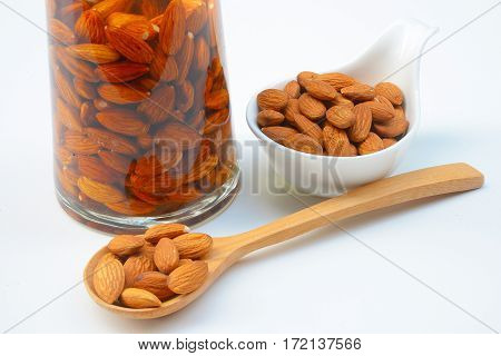 Soak the almonds in a bottle to make almond milk.
