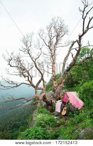 Romantic decoration on mountain wedding inspirations .