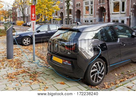 AMSTERDAM/ THE NETHERLANDS - OKTOBER 25. Electric drive car charging on street on Oktober 25, 2015 in Amsterdam, The Netherlands.