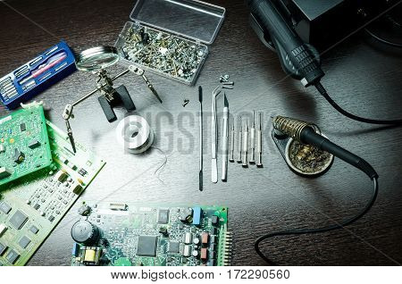 Repair of an assembly payment by means of a soldering iron. tools