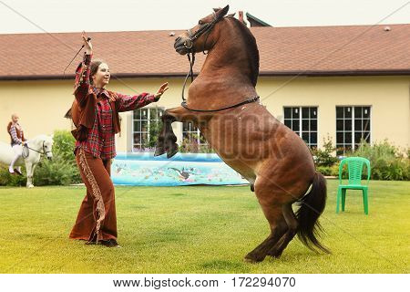 cowboy perfomance with the horse at the private kids party