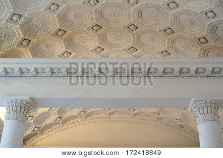 patterns on a white ceiling molding indoors.
