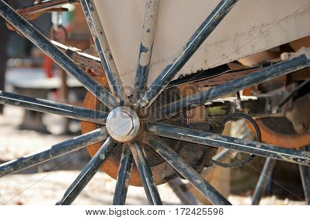 covered horse carriage center of wheel spoke
