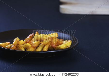 Deep plate with crispy french fries