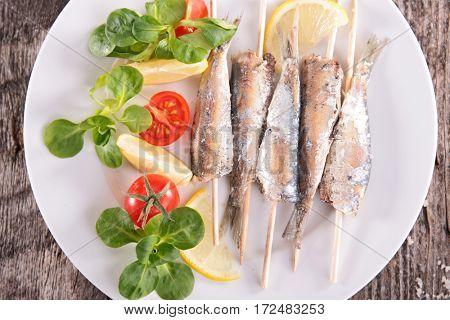 fried sardine and salad