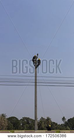 men install electric line in high ground