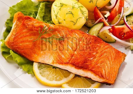 Fried salmon and vegetables