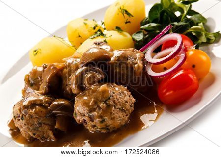 Broiled meatballs, boiled potatoes and vegetables