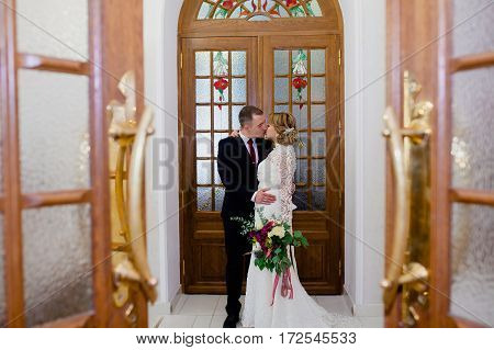 Groom and bride portraits in the beautiful classic interior