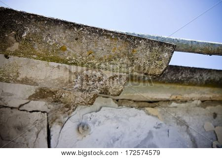 Dangerous asbestos roof - Medical studies have shown that the asbestos particles can cause cancer