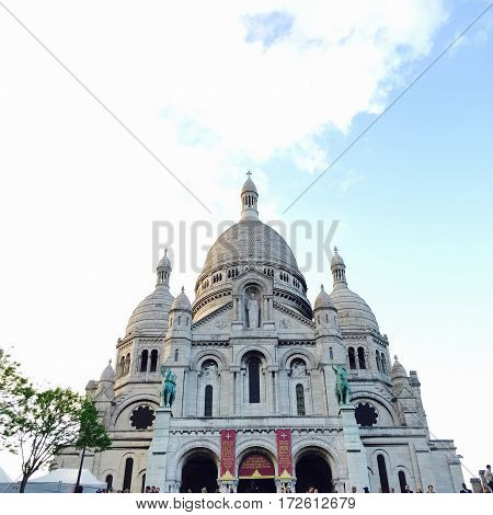 Sacre coeur completely centered in a parisian sunny day