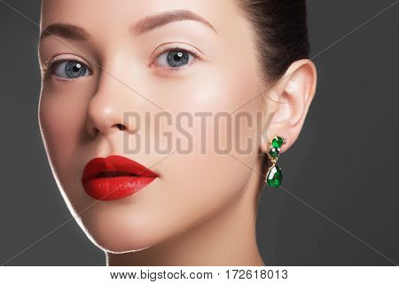 Elegant Fashionable Girl With Jewelry. Beautiful Woman With Emerald Necklace. Young Beauty Model Gir