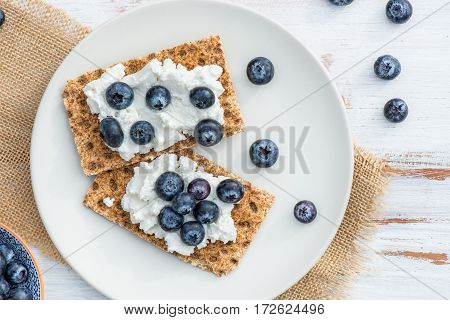 Wholegrain Rye Crispbread Crackers With Blueberries