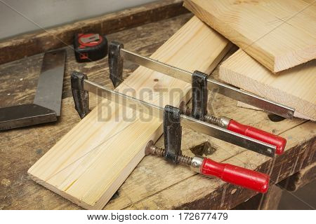 Two wooden parts are clamped clamps bonding