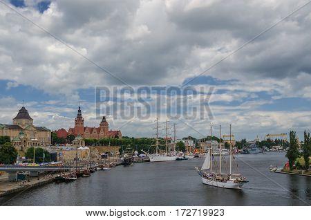 SZCZECIN - WALY CHROBREGO (CHROBRY EMBANKMENT) - Sailing with a visit to the Sea Days Festival