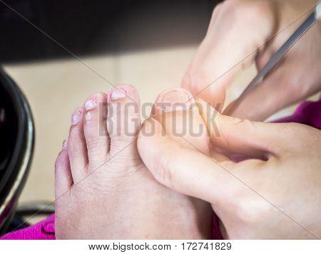 be careful when cut fingernails at beauty salon