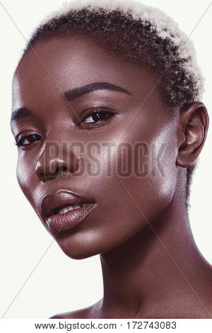 Shooting, hairstyle, haircut, lips, african american model portrait color colorful closeup water bronze white