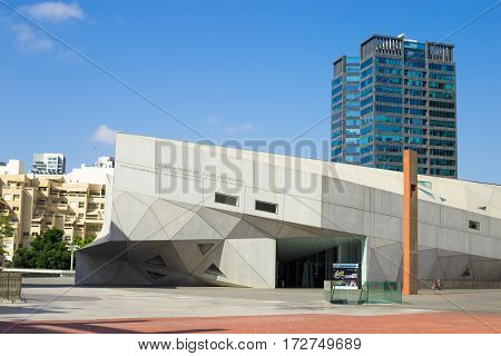 TEL AVIV ISRAEL - CIRCA SEP 2016: Tel Aviv Museum of Art The Herta and Paul Amir Building. Modern architecture skyscraper on the background